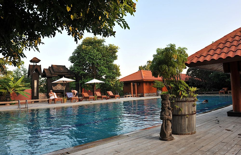 Outdoor-Pool, Rapar Mandalar, Mandalay, Myanmar Reise